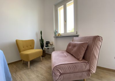 In the coffee corner you can drink a wonderful cup of Nespresso , The pink couch is also a sleeping bench. If you are interested in this extra bed feel free to email us.
